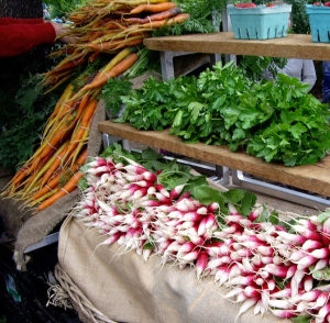 The Wednesday farmers market in Ganges offers local color.