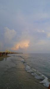2016-09-11-ostia-beach-glowing-clouds