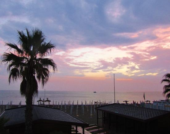 2016-ostia-beach-purple-sunsent-palm-boat