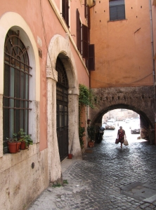 2016-rome-lady-in-arch